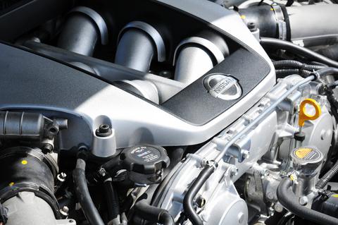 Prečo je dôležitá kontrola hladiny oleja vmotore svojho auta? Ďalšie dôležité fakty.