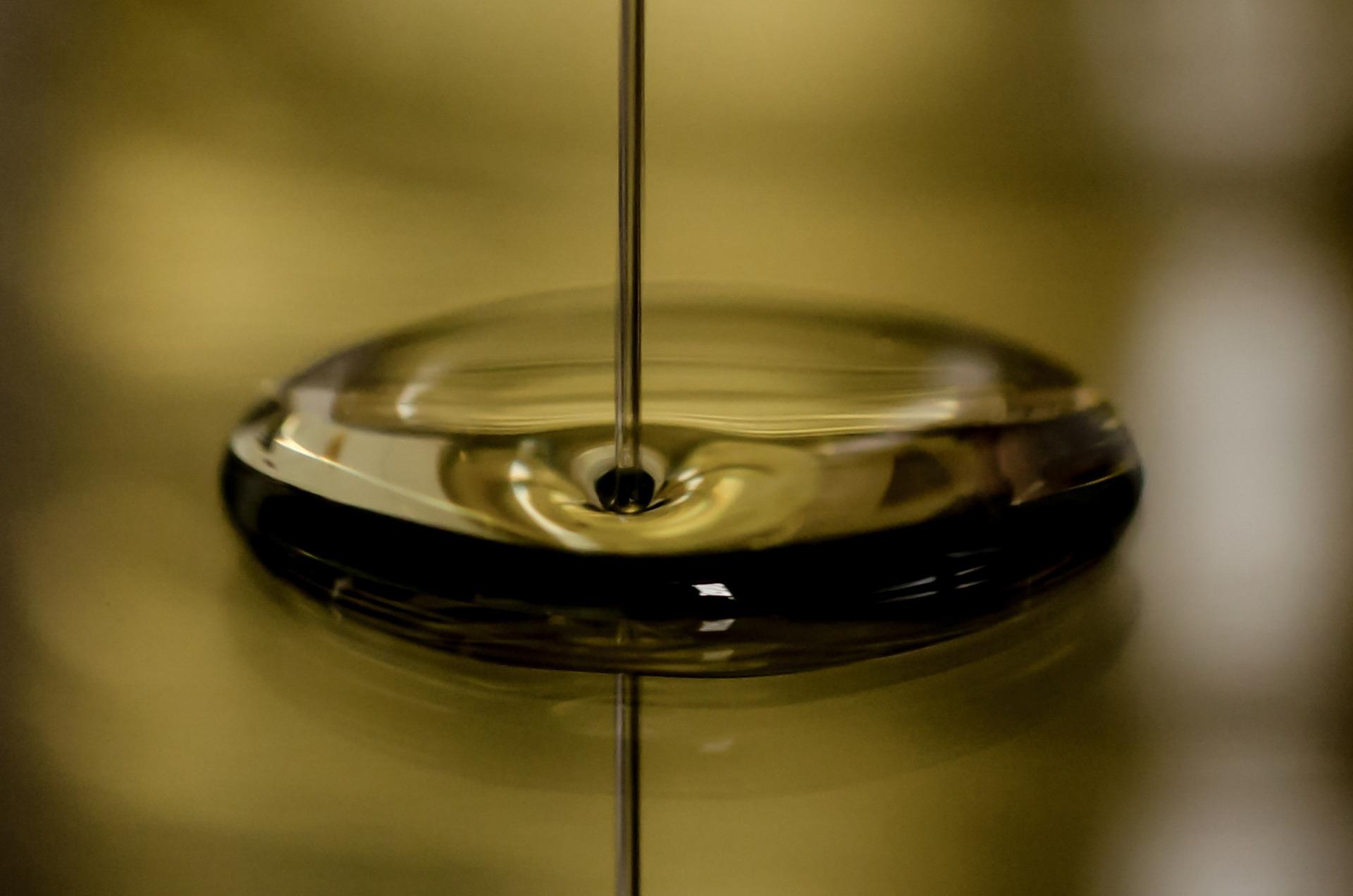 7 dôvodov prečo používať do auta kvalitný olej